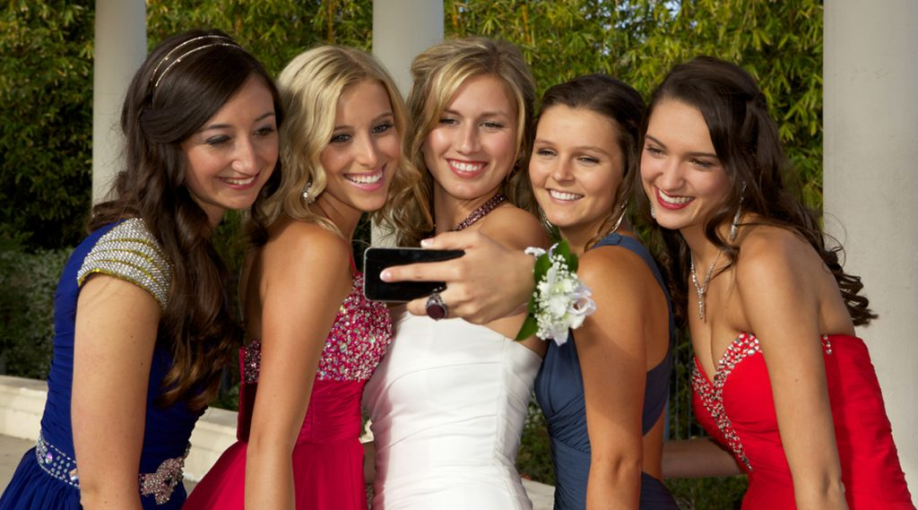 Using social media at your school prom
